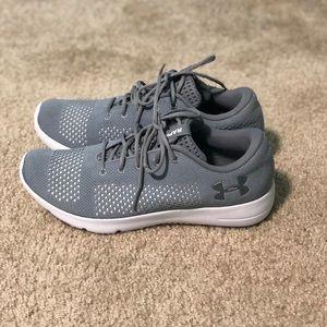 NWOT Women's UA Rapid tennis shoes